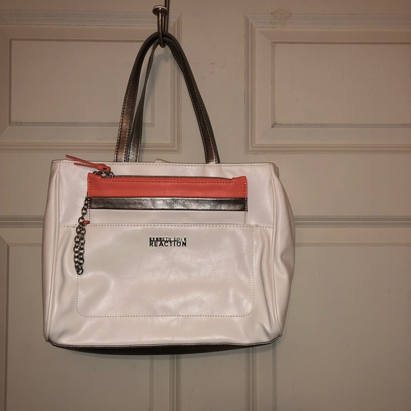 Kenneth Cole Reaction Handbags - Kenneth Cole Reaction off-white purse w/wristlet